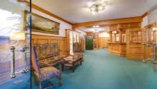 Hotellet har en hyggelig 'hyttestil' og indrettet i lyse farver.