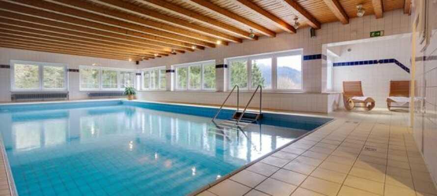 Det er innendørsbasseng på Panorama Berghotel Winterberg.