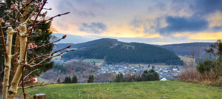 Panorama Hotel Winterberg ligger midt i naturen omgivet af bakker og bjerge og skønne udendørs aktiviteter.