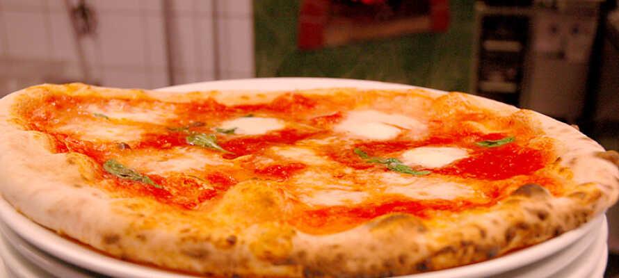 General Hotell har en ekte italiensk trattoria som bl.a. serverer meget gode steinovnsbakte pizzaer.