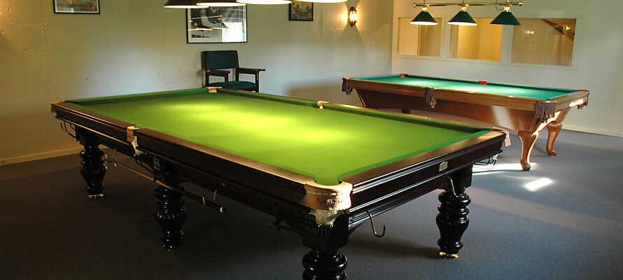 I hotellets underetage kan I tage et spil keglebillard eller udfordre jer selv og hinanden til en omgang snooker.