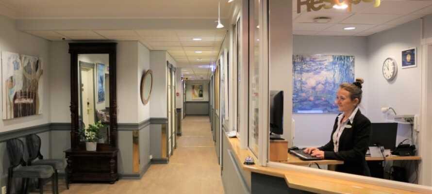 Receptionen er døgnåben og betjenes af det venlige personal. I kan også få tips til spændende seværdigheder der kan besøges.