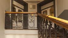 Gästhuset är inrett i en charmig och historisk byggnad på Parkveien i Oslo.