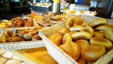 Varje morgon dukar hotellet fram en härlig frukost