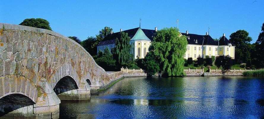 Se det fantastisk smukke Gavnø Slot. Tag eventuelt en tur med M/S Friheden og nyd slottet fra søsiden.