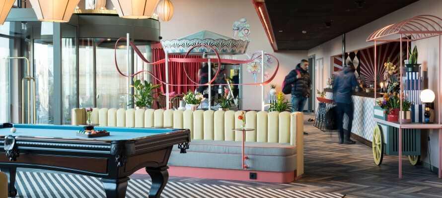 I hotellets lobbyområde findes en række spil såsom billard, travspil, skak og kortspil.