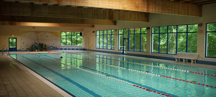 Während Ihres Aufenthalts haben Sie kostenlosen Zugang zum 25-Meter-Sportpool des Hotels mit 4 Bahnen und zum Saunabereich.
