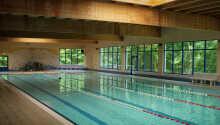 Oppholdet inkluderer gratis tilgang til hotellets eget svømmebasseng, badstueområde og treningssenter
