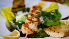 Nyd regionale og sæsonbetonede retter i den hyggelige restaurant.