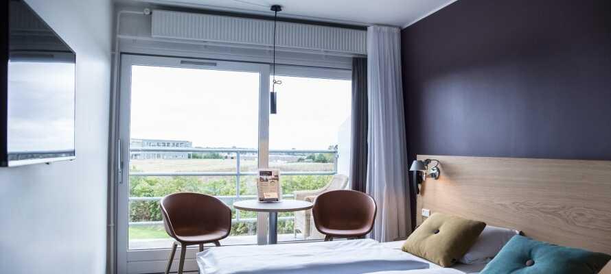 Bo på flotte, lyse værelser som er nyligt renoverede og alle har terrasse eller balkon