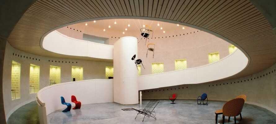 På museet kan dere oppleve kunst, design og kunsthåndverk og bl.a. oppleve Arne Jacobsens Kube-flex sommerhus.