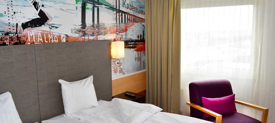 Die Zimmer haben ein eigenes Badezimmer, bequeme Betten, TV und Telefon.