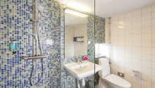Alle Zimmer verfügen über ein eigenes Badezimmer mit Haartrockner.
