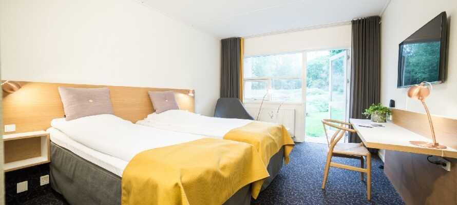Fühlen Sie sich wohl in einem der komfortablen und hellen Zimmer. Alle Zimmer haben private Balkone oder Terrassen.