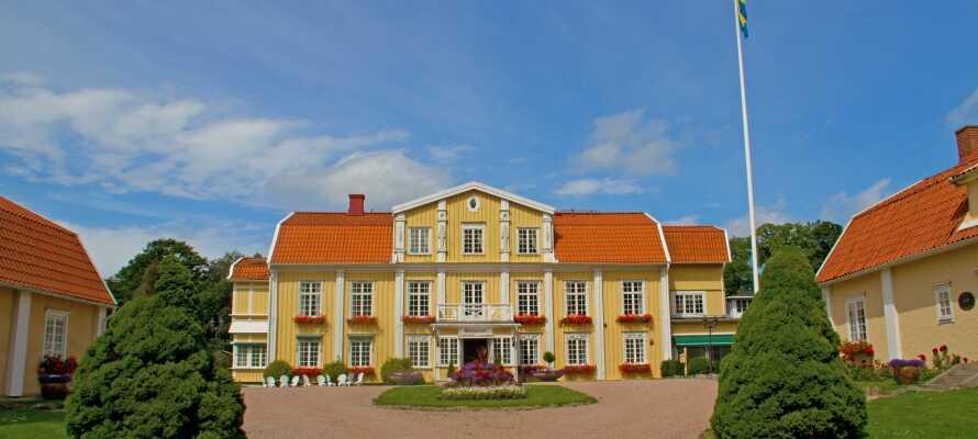 Ronnums Herrgård aus dem 12. Jh. ist ein historisches Juwel in Vargön, zwischen Vänersborg und Trollhättan.