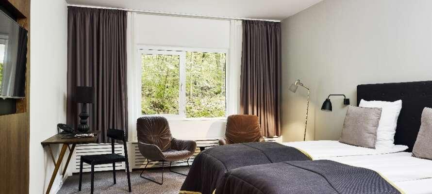 Værelserne er lyse og smagfuldt indrettet, der er også WiFi, tv og eget badeværelse