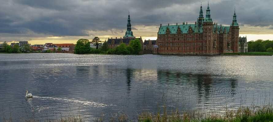 Besøg det smukke Frederiksborg Slot i Hillerød, og oplev 500 års fantastisk danmarkshistorie.