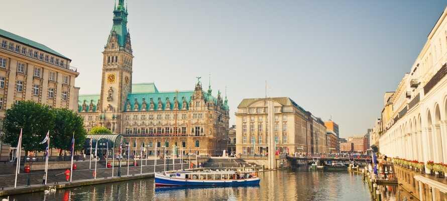 Das Hotel liegt zwischen Hamburg und Lübeck und bietet eine gute Basis für viele Ausflüge zu den Sehenswürdigkeiten.