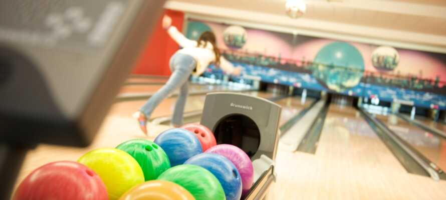 Ein Bowlingcenter finden Sie auf der anderen Strassenseite.
