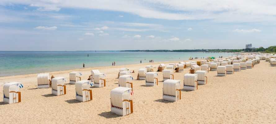 Det tar kun 35 minutter å kjøre en tur til Timmendorfer Strand, hvor dere kan nyte en sommerdag i strandkurvene