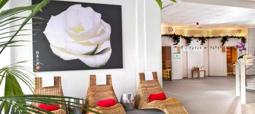 På hotellet er det badstue, treningsutstyr og et relax-område