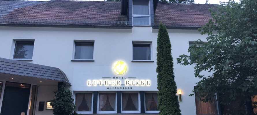 Hotel Luther Birke ønsker velkommen til en hyggelig miniferie i naturskjønne omgivelser nær det historiske sentrum i Luther-byen Wittenberg, Sachsen-Anhalt.