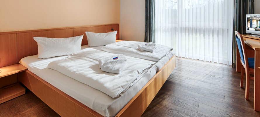 Nyd opholdet på et af de hyggelige værelser som alle er indrettet med flotte trægulve og et generøst naturligt lys.