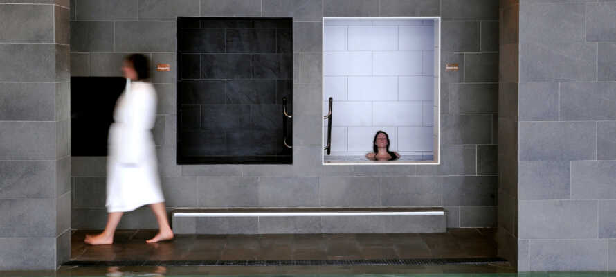 Hotellet har 6 ulike basseng og 3 ulike saunaer. Det finnes også et stort utvalg av behandlinger.