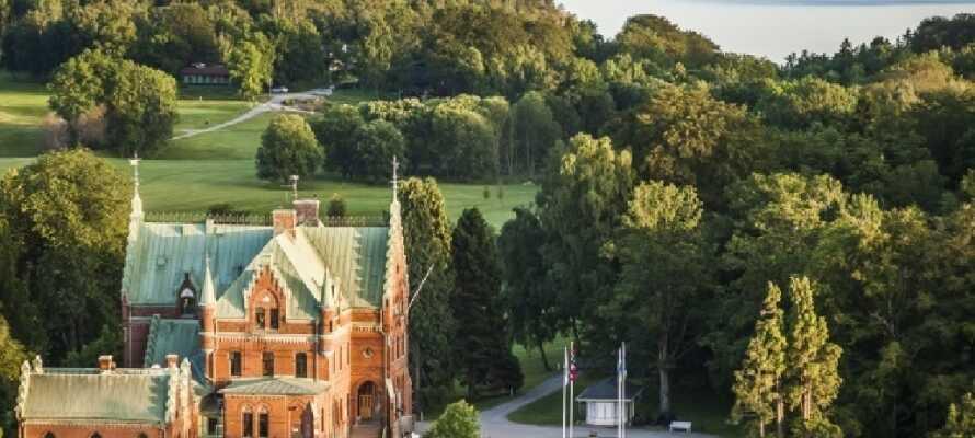 Ta en dagstur til Torreby slott, Bohusläns eneste slott. Her er en golfbane med 9 hull.