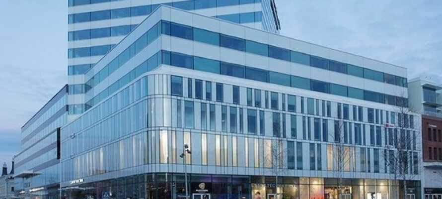 Hotellets har en central beliggenhed midt i centrum af Umeå med en dejlig udsigt over floden.