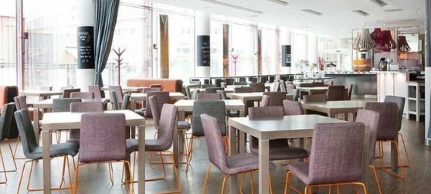 Nyd den gode mad i hotellets hyggelige restaurant Plectrum.