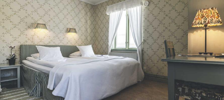 Nogle af værelserne er indrettet med et décor fra århundredeskiftet med smukke detaljer.