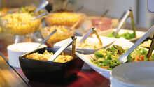 Morgen können Sie mit dem köstlichen Frühstücksbuffet des Hotels beginnen.