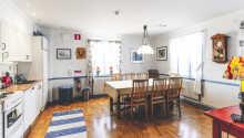 I Förvaltaren finns det ett sällskapsrum på båda våningarna och i entréplan ett fullt utrustat kök