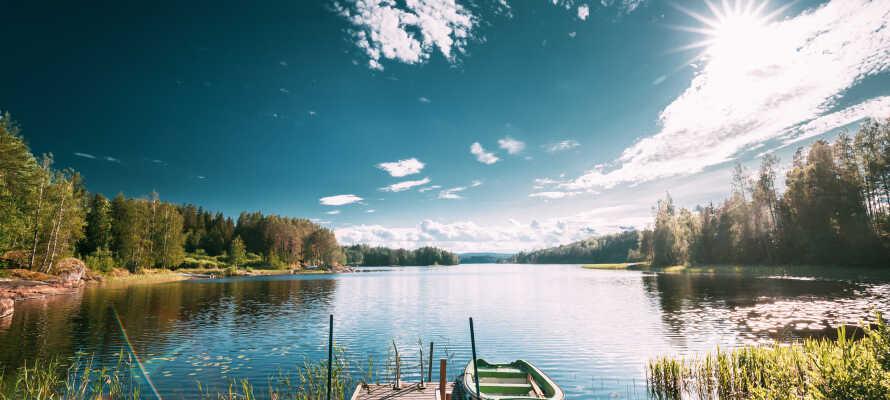 Machen Sie einen Ausflug zum nahegelegenen See, dem Västra Silen, oder zum Strand- und Badebereich in Sommervik.