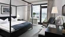 Eksempel på et af hotellets værelser med balkon mod søsiden