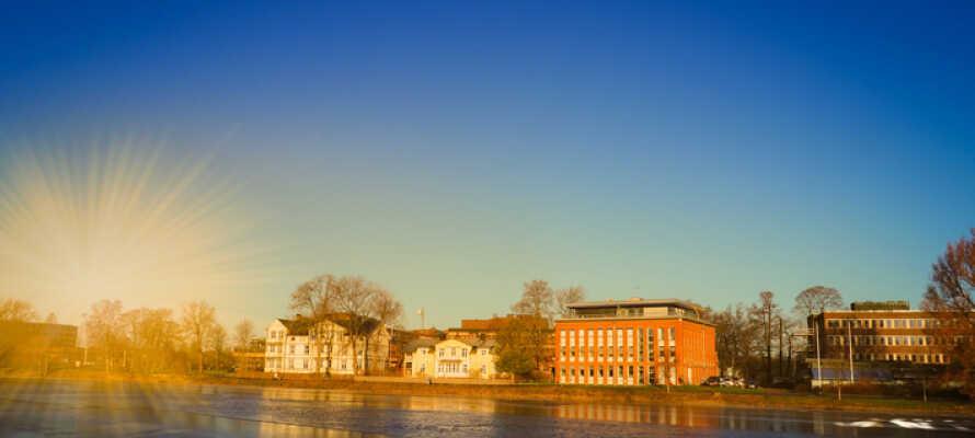 Hotellet har alletiders beliggenhed centralt i Karlstad, med kort afstand til shopping og natteliv.