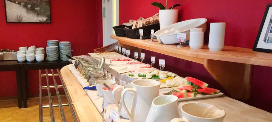 Das Frühstück wird in der 3. Etage des Hotels serviert und ist im Aufenthalt inbegriffen.