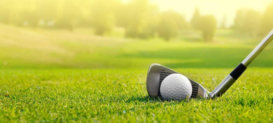 Er I til golf kan I besøge golfbanen i Karlstad eller spille en runde ved Hammarö GK.