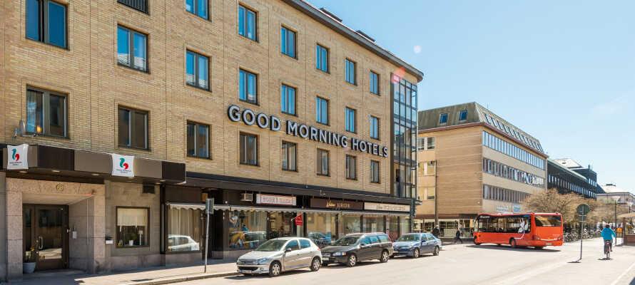 Hotellet ligger i nærheten av gode offentlige transportforbindelser og med knappe kjøreavstander til Värmlands mange spennende utfluktsmål.