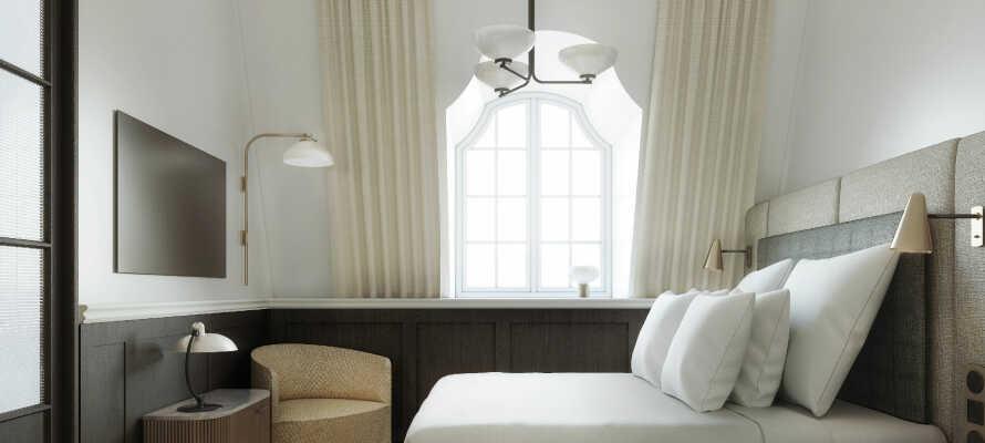 Hotellet er helt nyt, og de høje ambitioner om design og komfort skinner igennem på værelserne.