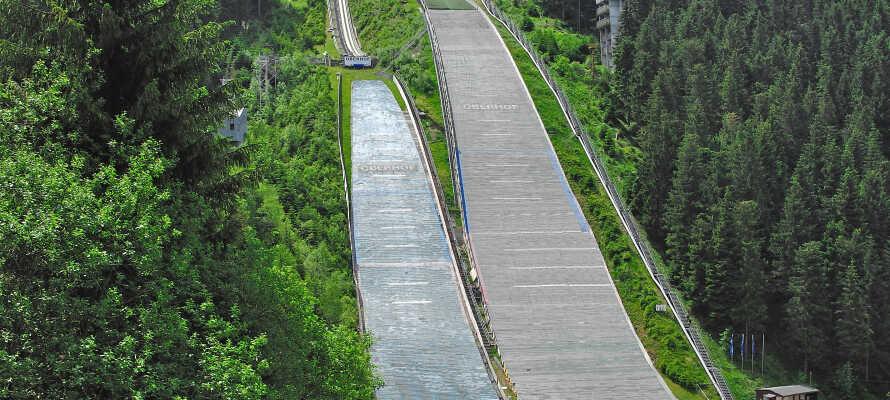 Den välkända hoppbacken i Oberhof ligger endast ca 400 meter från hotellet.