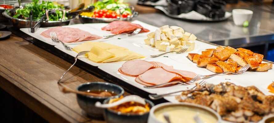 Morgens stärken Sie sich am köstlichen Frühstücksbuffet, das Sie im gemütlichen Restaurant Foodie, direkt gegenüber vom Hotel, genießen können.