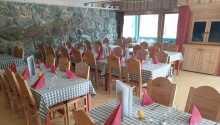 Den hyggelige restaurant byder på god mad i hyggelige omgivelser.