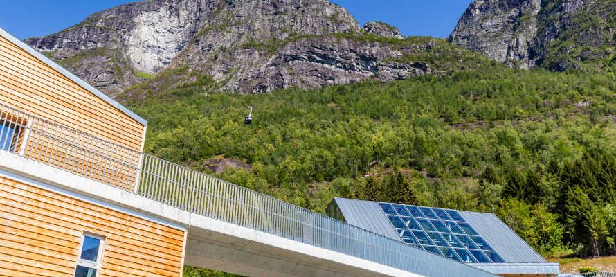 Nordfjord Hotell är beläget mitt bland de vackra norska naturen med fjordar och bergslandskap.