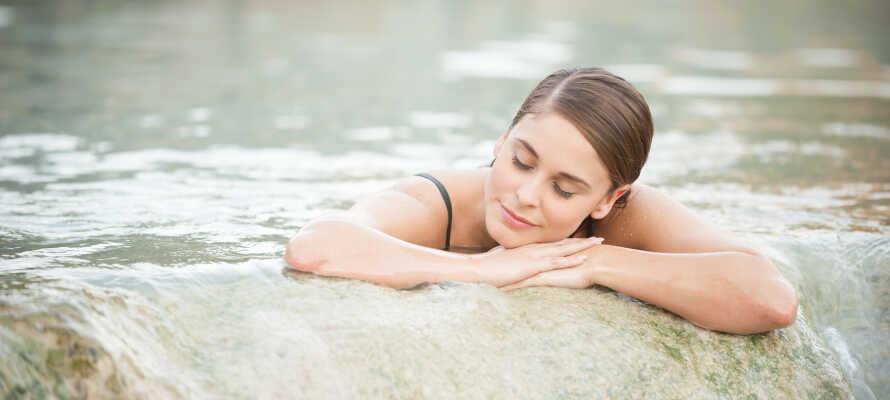 Erleben Sie die herrlichen toskanischen warmen Quellen und Seen, wie die Terme di Saturnia und den Lago Trasimeno.