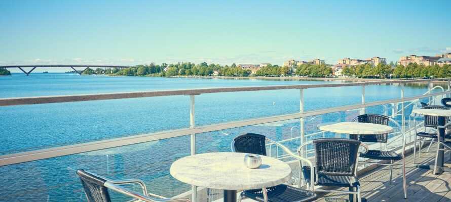 Bo I i skønne maritime omgivelser, direkte på havnen i Motala og nyd en fantastisk udsigt over Vättern.