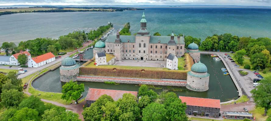Eine der vielen spannenden Ausflugsmöglichkeiten  - besuchen Sie Vadstena und sehen Sie sich das schöne Schloss an.