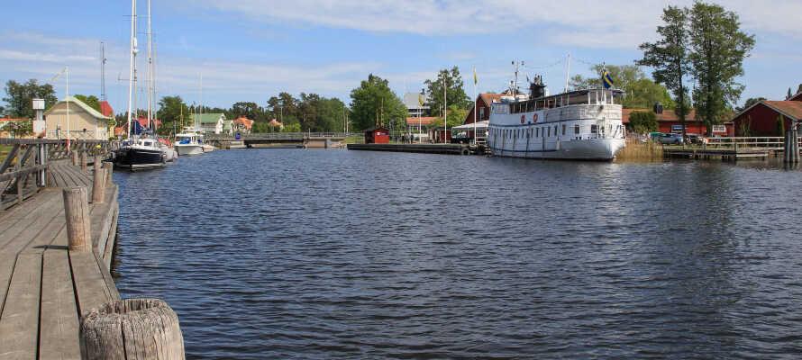 Området bjuder på ett brett utbud av aktiviteter med bland annat båtturer, fiske och öringssafari.