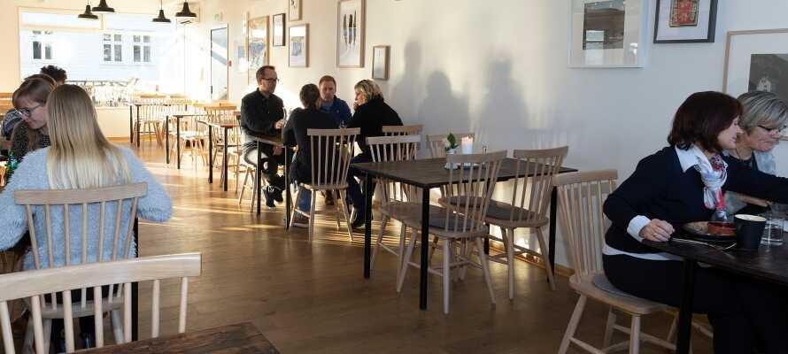 Fugl Fønix Hotel ligger som en urban oase omgitt av vakker natur i den lille byen Etne i Hordaland